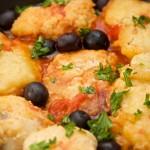 Baccalà fritto con pomodorini e olive nere